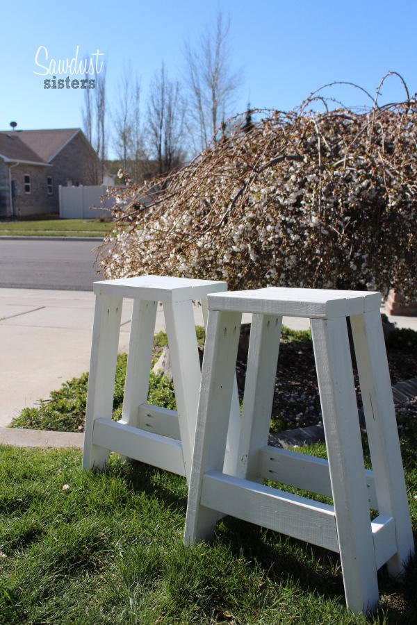 Build a set of barstools using only 2x4s! Sawdustsisters.com