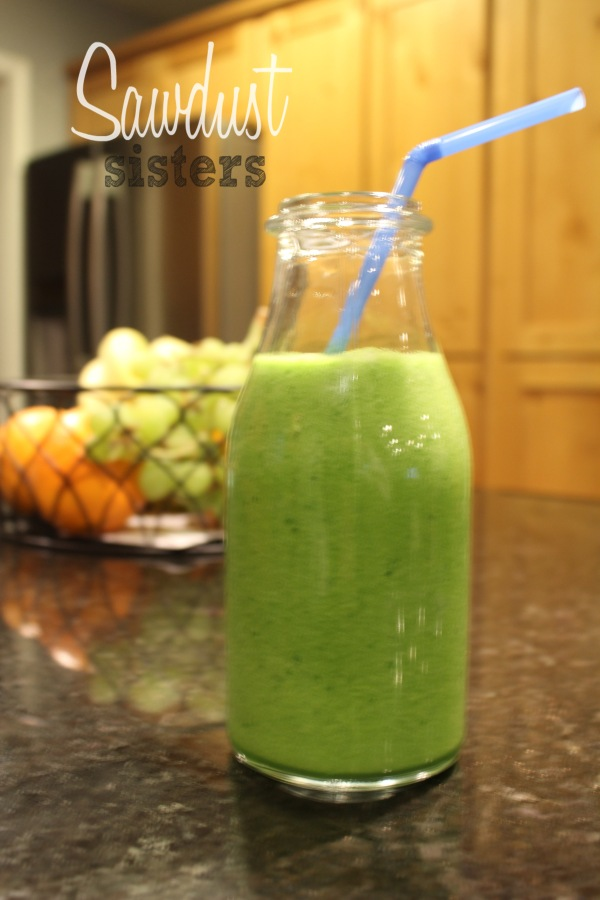 Tasty Green Smoothie- Only 4 ingredients!!! Sawdustsisters.com
