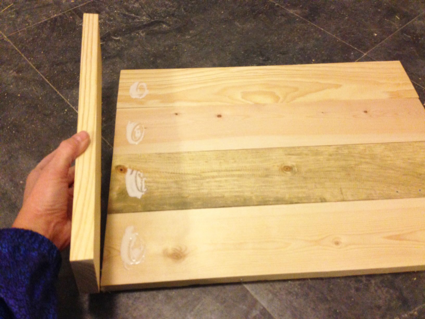 DIY wood serving tray. Make it out of wood scraps!